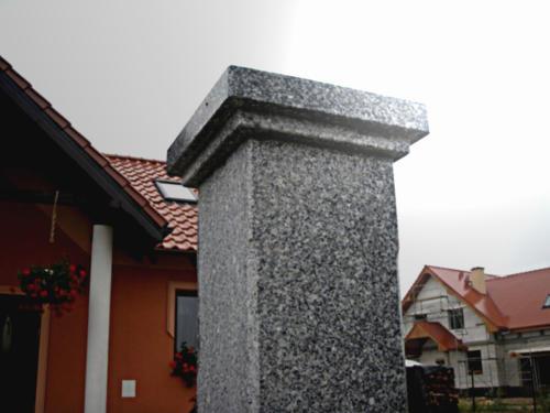słup granit szary STRZEGOM